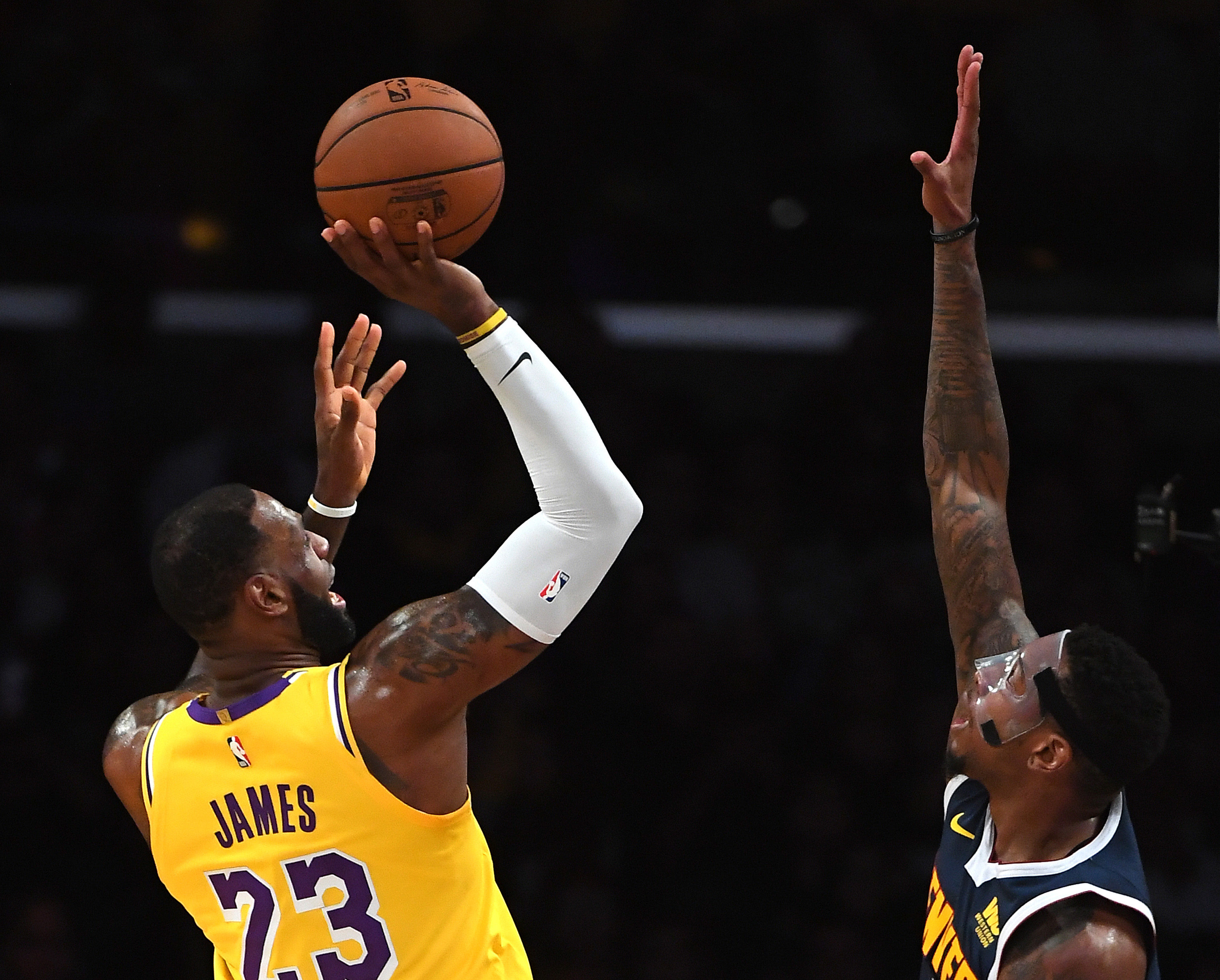 Lakers Lose to Nuggets, Open Preseason 0-2