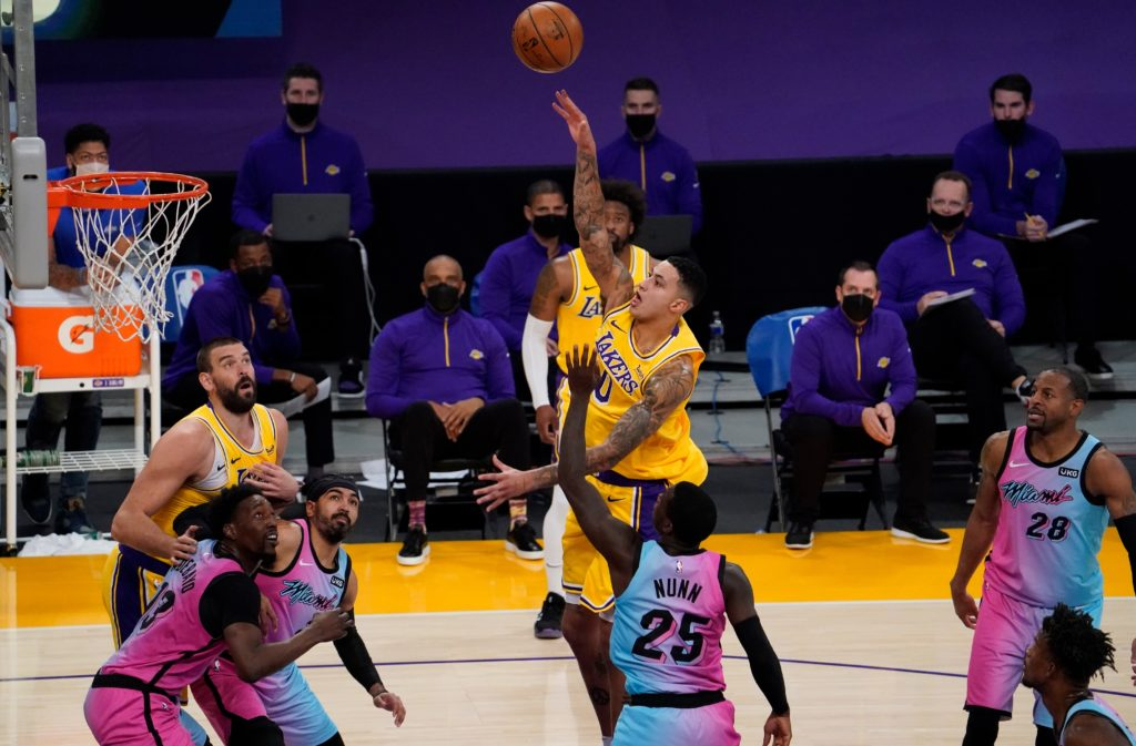 lakers heat kyle kuzma